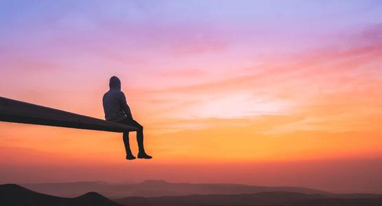 每一个太阳的升起又落下,都是人冲破自我的一