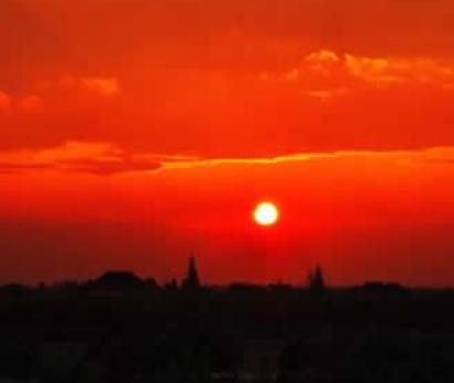 因太阳升起时我们要投身于事业 夕阳西下时要与
